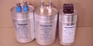 Конденсатор  E62.M16-113L30