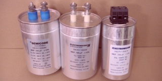 Конденсатор  E62.N16-303L30